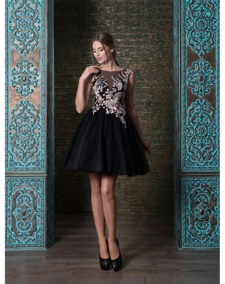 Trendy koktejlové šaty s nadýchanou tylovou sukničkou so živôtikom zdobeným s kvietkovanou aplikáciou.