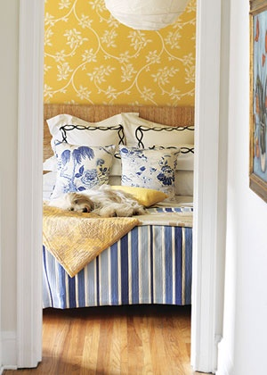 Blue and yellow bedroom.Guest Room, Decor Ideas, Yellow Wallpapers, Yellow Bedrooms, Bedrooms Wallpapers, Blue Bedrooms, Master Bedrooms, Blue White Yellow, Floral Pattern