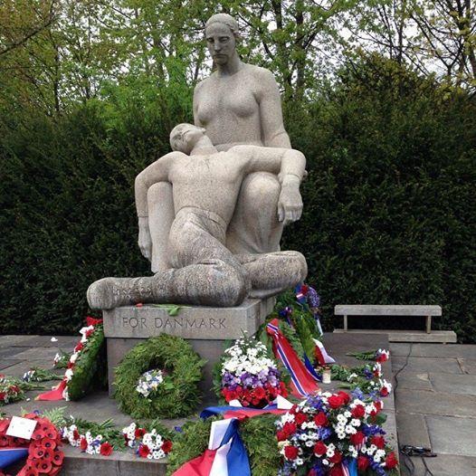 Mindelunden i Ryvangen, gravplads og mindested for faldne i den danske frihedskamp under 2. Verdenskrig. Efter befrielsen fandt man her ligene af 202 henrettede samt modstandsfolk dræbt under aktion; 105 af dem ligger begravet i Mindelunden, og en mindetavle angiver navnene på 91 modstandsfolk, som er begravet på deres hjemegn. Anlægget rummer desuden grave for 31 døde hjemført fra tyske koncentrationslejre samt en mindevæg med navnene på 151 ofre, hvis lig aldrig er fundet.