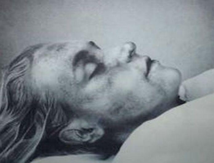 Σκληρές εικόνες: Φωτογραφίες από διάσημους όταν ήταν νεκροί! (Marilyn Monroe, Elvis Presley, Michael Jackson, Νταϊάνα και άλλοι)