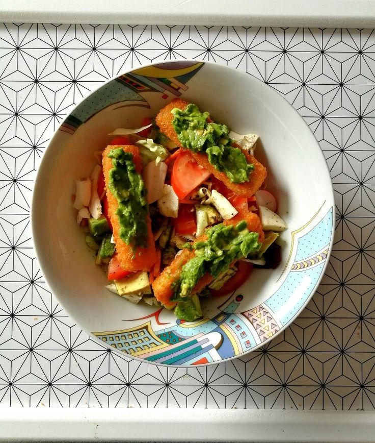 Hal, avokádókrém, mozzarella, zöldségek :)