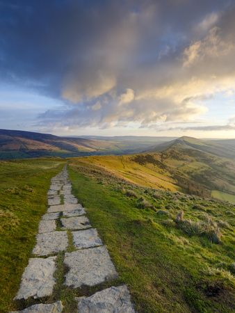 The Great Ridge Pathway, Mam Tor, Hope Valley, Castleton, Peak District National Park, Derbyshire, UK