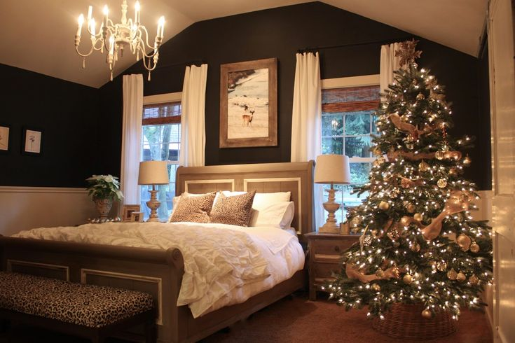 I might think about dark walls in my bedroom. This is great. My Sweet Savannah: ~holiday home tour 2014~