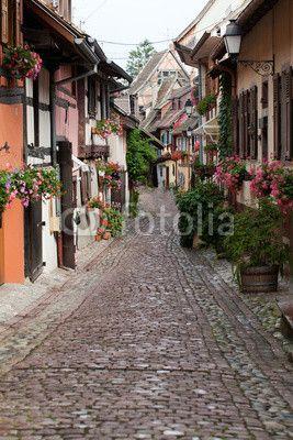 Papier peint Rue avec maisons à colombages médiévaux à Eguisheim