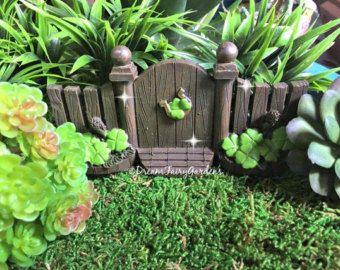 Items op Etsy die op Gemaakt om FAIRY deur of Hobbit gat voor thuis of geheime tuin gnome huis pixie elf troll polymeer klei OOAK fae wee dorp eerlijke folk een lijken