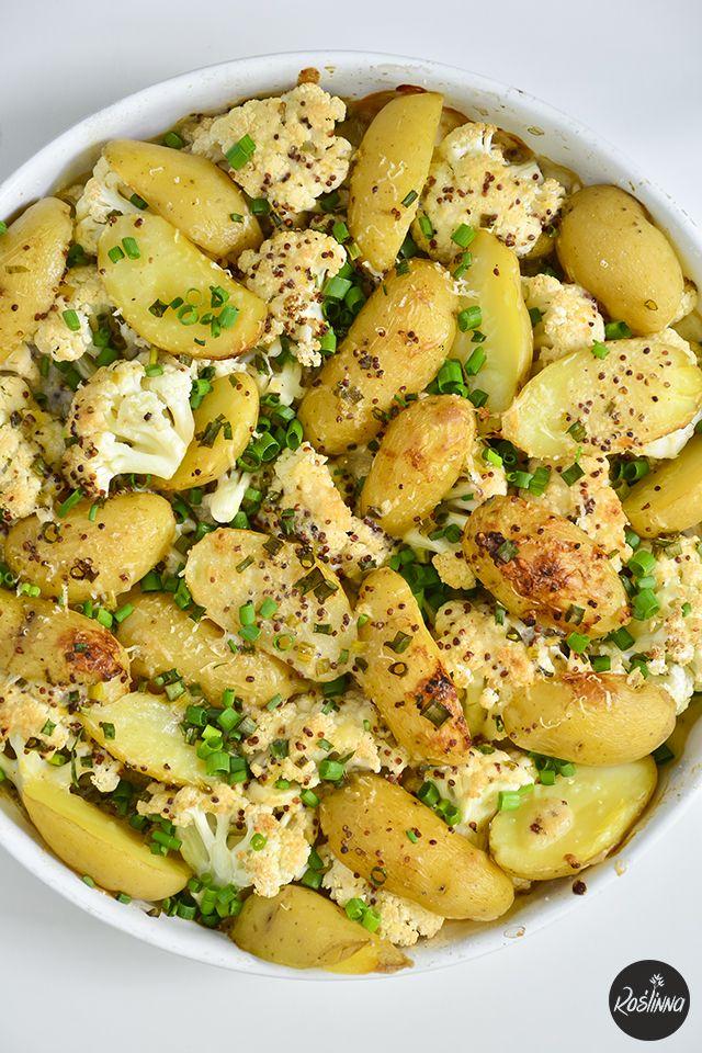 Roślinna : Młode ziemniaki i kalafior zapiekane pod sosem mus...