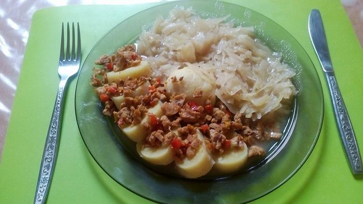 Kytičkový den - bramborové knedlíky, dušené zelí a sojové maso