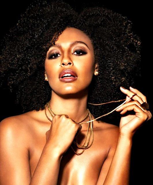 Sheron Menezes, hair & necklace: Inspiration Natural, Hair Flowing, Kinkycurlsla Naturalhair, Brazilian Actresses, Afro Hair, Natural Hair, Curls Curls, Sheron Menez, Africans Beautiful