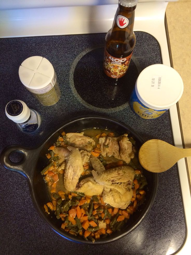 Beer chicken & veggies sauté for dinner!! #ghee #chicken #garlic #rosemary #seasalt #spices #dinnertime #colombianway #goclean #culturaliving #cookingideas #electricstove  Tag a friend if you like it.