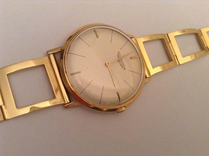 """Longines - ultra-dunne gouden horloge - uit de jaren 1960  Ultra-dunne horloge met merknaam van Longines met neutrale """"Panama"""" 18 kt gouden skelet riem18 kt gouden zaak meten van 34 mm met uitzondering van de kroonHand-wond met 42 uur opladen""""Panama"""" skeleton riem gewicht 22 g gegarandeerd 750 goudLengte: 17 tot 175 cm max.Zeer lichte tekenen van slijtageGeen vak of documentenPerfecte en precieze tijd goed functioneren houdtTotaal gewicht: 48 gLevering binnen Italië via Poste ItalianeVia TNT…"""