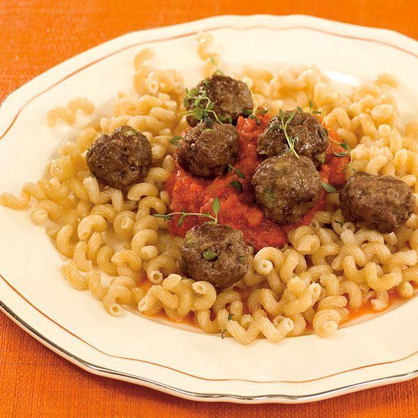 Kjøttboller med pasta og tomatsaus