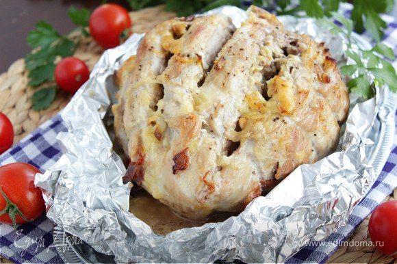 Буженина по-сибирски  Быстрое в приготовлении мясное блюдо с оригинальной начинкой. Кедровые орехи, белые грибы и бекон сделают буженину ароматной и более сочной. Такое мясо можно подать на ужин и на праздничный стол. #готовимдома #едимдома #кулинария #домашняяеда #буженина #посибирски #орехикедровые #бекон #грибыбелые #аппетитно