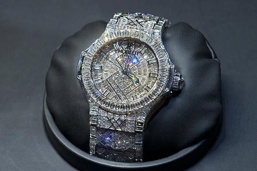 Beyonce Buys Jay-Z A Hublot Watch Encrusted With Over 1,000 Diamond For His 43rd Birthday