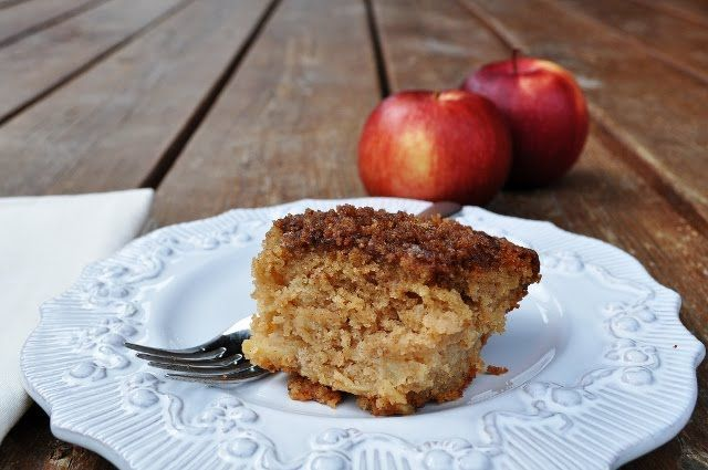 Apple Cinnamon Coffee Cake - you need to try this AMAZING cake!  So surprisingly delicious, but be careful because you won't be able to stop eating it. Please click on the photo for the recipe, then once more in Yumgoggle to get to this delicious recipe.