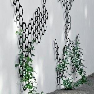 Wooo! Need this so much now. How to make?: Gardens Ideas, Gardens Decor, Gardens Accessories, Honeycombs Trellis, Garden Trellis, Metals, Outdoor, Gardens Trellis, Gardens Wall