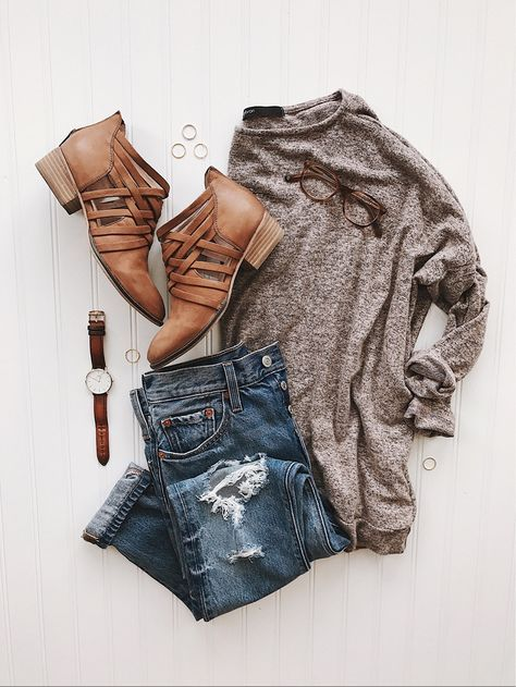 ❤ Heather brown tunic sweater, skinny jeans, camel cut out booties, gold jewelry, brown leather watch band
