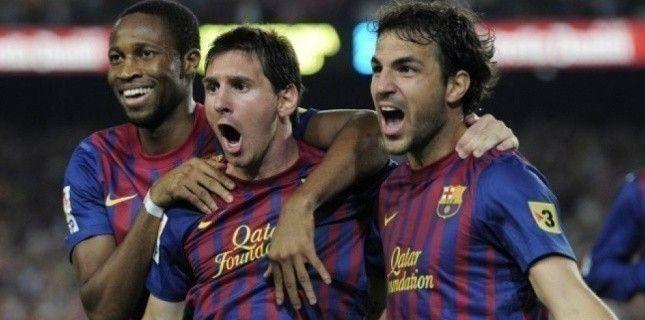 """Barça-Real : plus qu'un clasico. """"Més que un club"""". Le FC Barcelone a fait honneur à sa devise mercredi 17 août en remportant la Supercoupe d'Espagne face à son éternel rival, le Real Madrid.  Au-delà de leur victoire 3 buts à 2 [après le nul 2 à 2 à l'aller à Madrid, NDLR], les Barcelonais ont montré qu'un collectif bien huilé est toujours plus efficace qu'un empilement de stars, aussi galactiques soient-elles.  Le coup de folie de l'entraineur madrilène, José Mourinho, à quelques minutes…"""