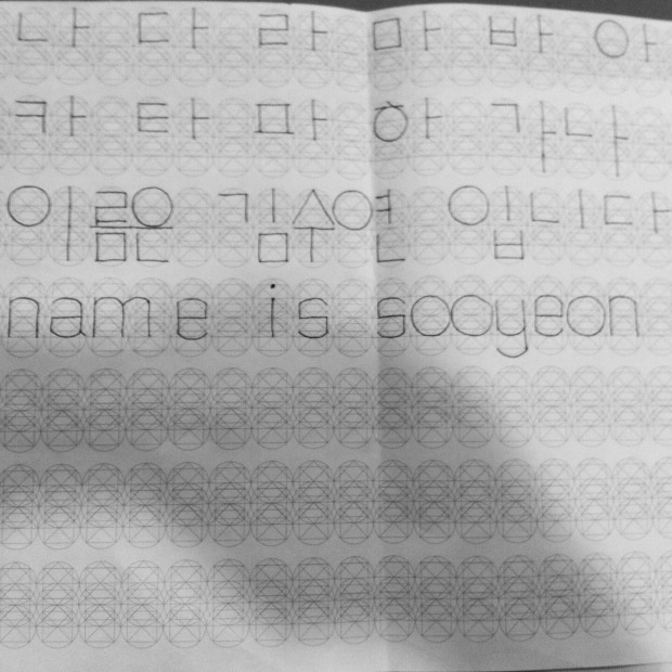 sooyeon kim is making a type based on exploring a grid that accommodates both korean and english letterforms.
