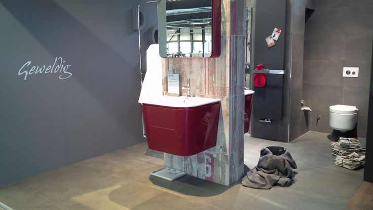 In het MijnThuis concept doet Geweldig 2 zijn naam eer aan. Baden in luxe en gemak? Niet naar voren buigen om goed in de spiegel te kunnen kijken?  Wat is het geweldig om je helemaal thuis te voelen in je eigen badkamer. Terwijl al die natuurlijke elementen samenkomen en zich als een warme handdoek om je heen wikkelen. Kortom, een badkamer die aanvoelt als een welness-oord in de tropen.