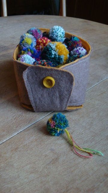 How to Make a Reversible Felt Basket from resurrection fern