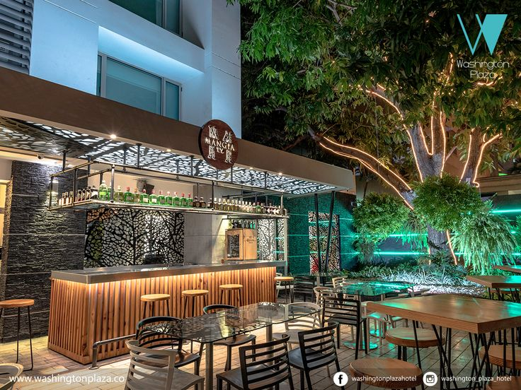 Deleitate pidiendo un cocktail tropical o una cerveza fría en nuestro restaurante-bar Mangia http://bit.ly/2gbXEhD