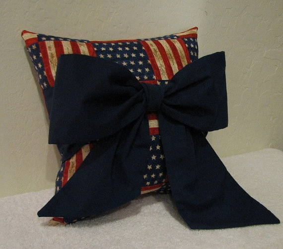 Throw Pillow With Bow : 1000+ images about Accent/Throw Pillows on Pinterest Chevron bow, Accent pillows and Red bows