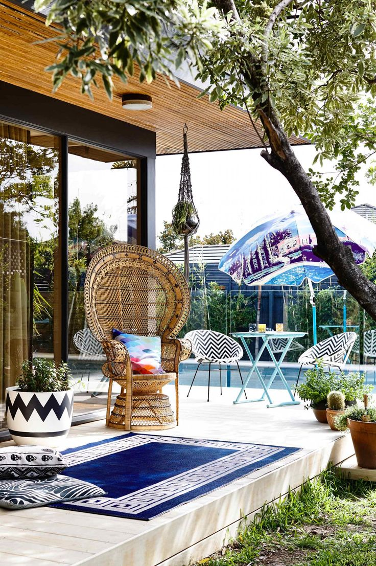 9 awesome outdoor entertaining zones. Styling by Rachel Vigor. Photography by Derek Swalwell.