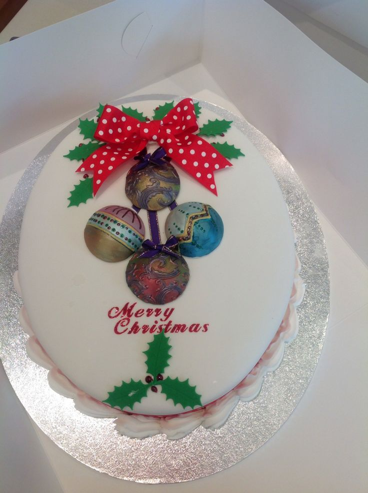 Large oval Christmas cake for the residents of Yarralla house