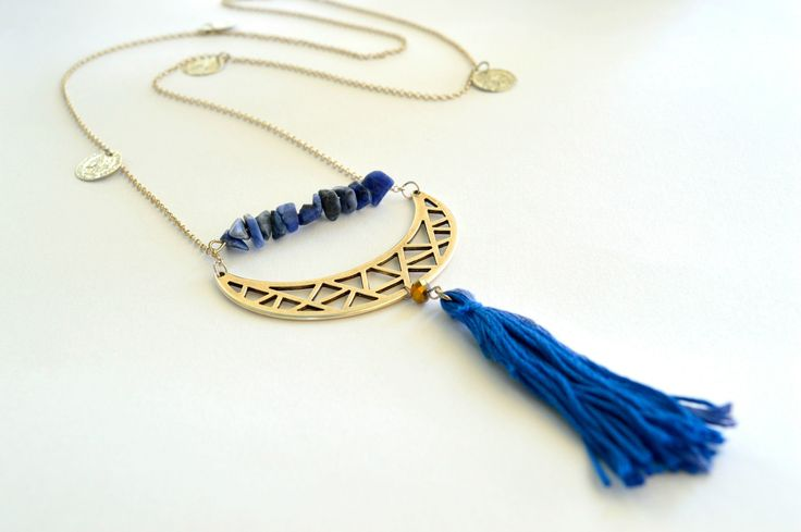 Boho Chic Tassel Necklace   •  Free tutorial with pictures on how to make a tassel necklace in under 20 minutes