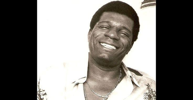 """Almir Guineto - Nascido no Rio de Janeiro em julho de 1946, Almir de Souza Serra, o Almir Guineto, é um dos maiores representantes do samba de raiz. Um dos fundadores do Fundo de Quintal, em 1975, ficou no grupo por pouco tempo, e decidiu seguir carreira solo. É autor de sambas clássicos, como """"Caxambu"""", """"Conselho"""" e """"Mel na boca"""""""