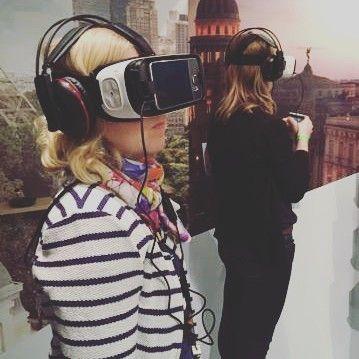 An awesome Virtual Reality pic! #curatoratwork #tutkijatyössä #augmentedreality #virtualreality #virtuaalitodellisuus #newyorkcity #paris #coffee #kaupunkikahvit @pauligfi #helsinkicoffeefestival #kaapelitehdas #kofeiiniöverit #caffeineoverload by museumbites check us out: http://bit.ly/1KyLetq