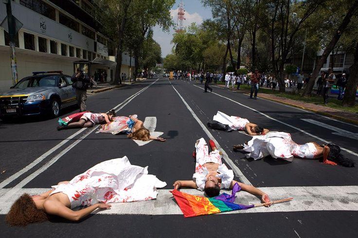 En 10 años se han contabilizado mil 310 crímenes por homofobia en México. Durante ese periodo, el promedio general de crímenes por año, que era de 61 casos aumentó a 71.La violencia no se detiene y parece que siempre hay un motivo o una excusa para practicarla. Sin embargo, también existe su contraparte, esa persona …