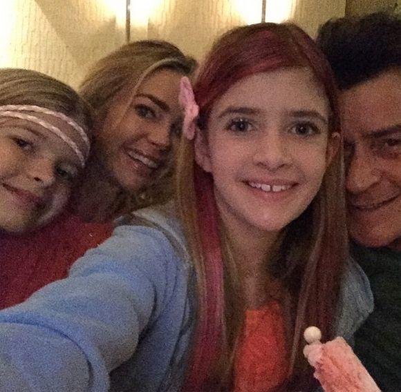 Réunion familiale pour Charlie Sheen! | HollywoodPQ.com