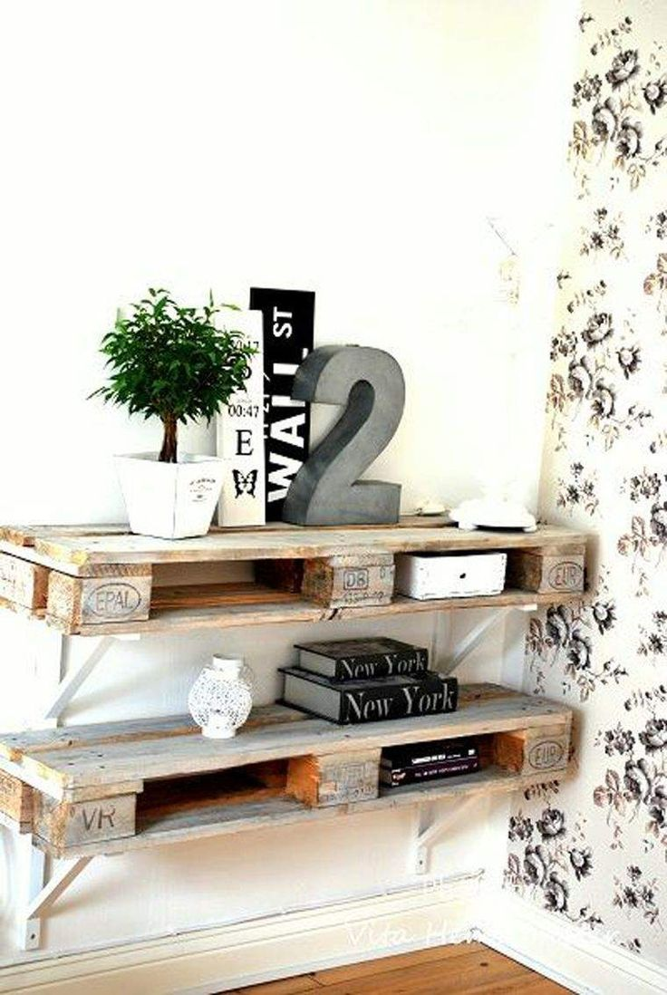 meuble en palette de bois : étagère murale et support pour écran plat