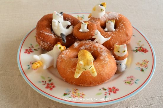 Cat Doughnuts [ 猫 ドーナツ  (ケーキ) ] by CarolineIngalls | made out of sweetened white bean paste (shiro-an) & glutinous rice (gyuhi).