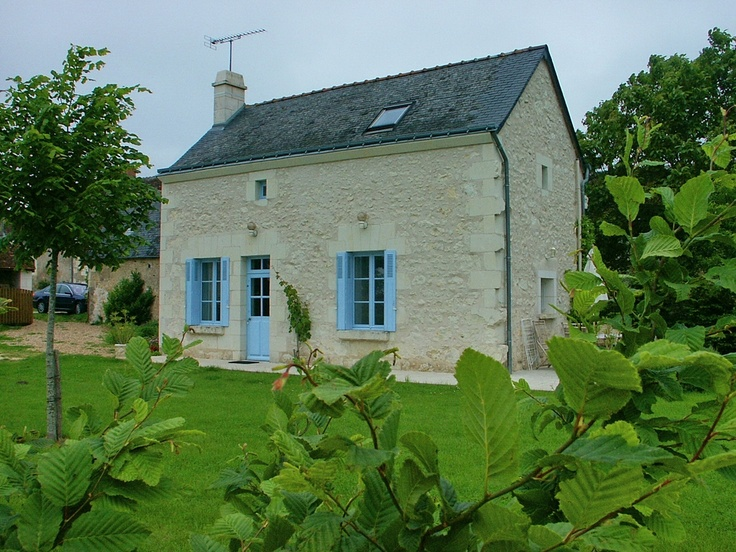 Les Bersaudières : this place is ideal to relax in the countryside, in a good location to go hiking, biking or even to visit castles, gardens and typical villages. Wood walked offered. located in Panzoult, not far from Chinon and from the Bouchard Island. Gite for 5 people.