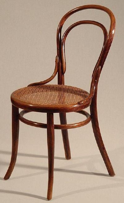 """Silla Nº 14 de Michael Thonet, conocida como  """"silla de café nº 14"""" Obtuvo la medalla de oro en la Feria de Paris de 1867."""
