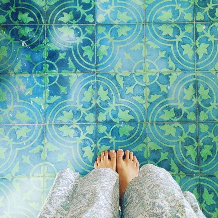 Gorgeous gorgeous Athangudi tiles at an incredibly instagram-able house. Love the blue-green-ness! So much beauty.