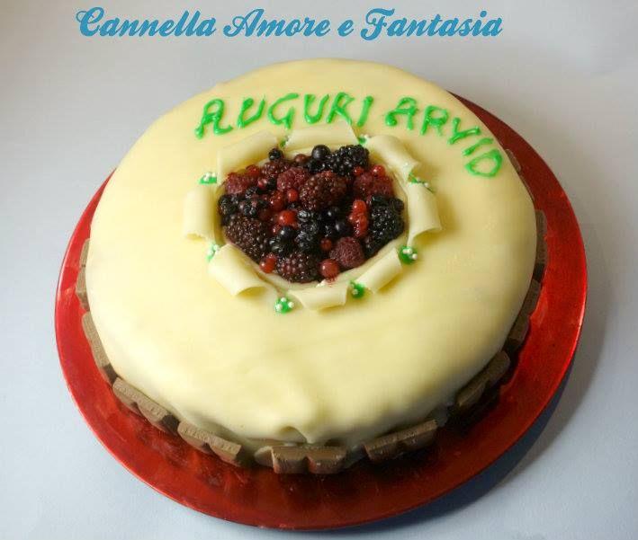 La tipica torta di marzapane norvegese ai frutti di bosco