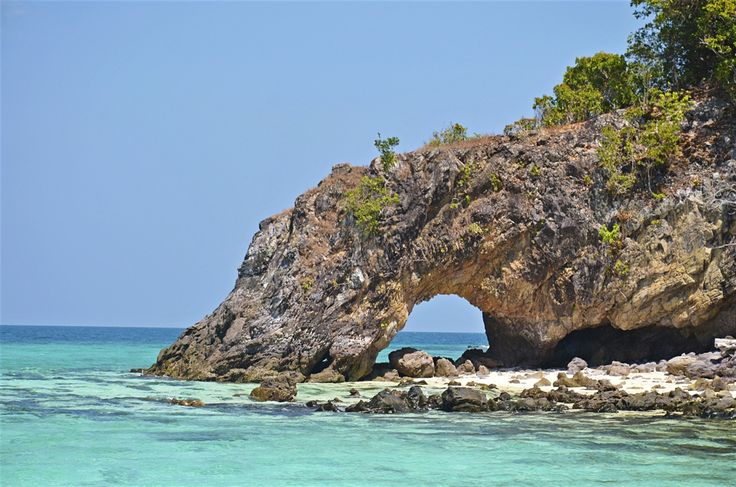One of Thailand's most exquisite, unspoilt regions, Ko Tarutao Marine National Park encompasses 51 islands blanketed by well-preserved rainforest...