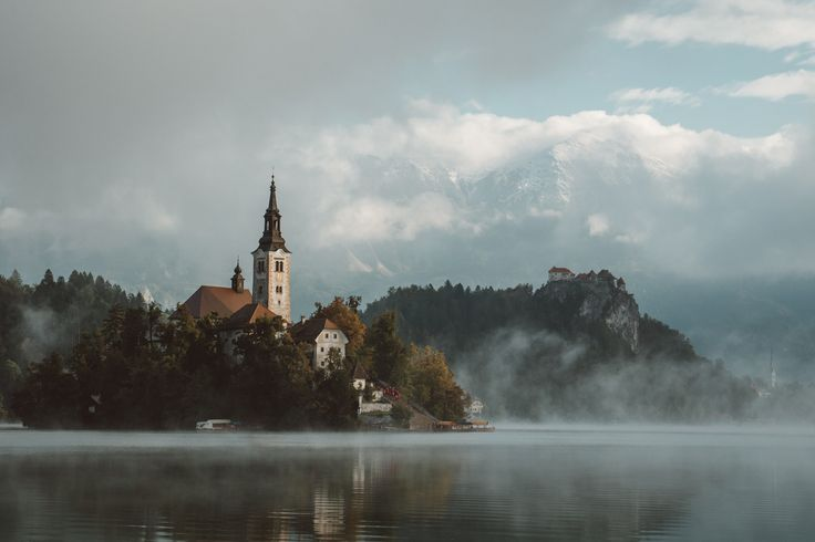 This Place Looks Like A Fairytale. Spectacular Autumn At Lake Bled, Slovenia. | Bored Panda