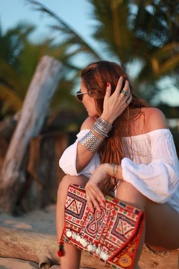 Our indian vintage #clutch seen on #bartabacmode in Sri Lanka   #ootd #gipsystyle http://bit.ly/1BumHMm