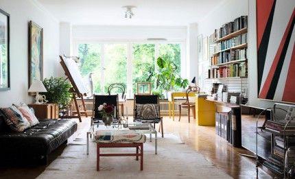 vardagsrum inspiration tavlor vaxter skinnsoffa attelje gult skrivbord