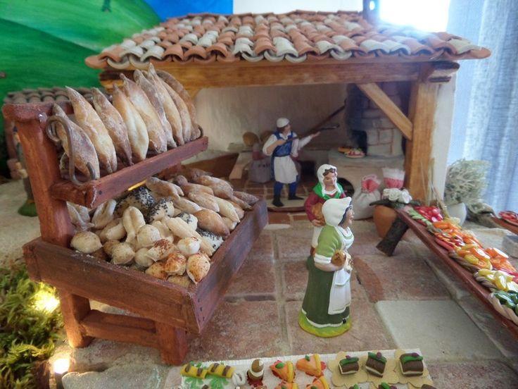 Cher(e)s ami(e)s, Je vous propose de découvrir la deuxième partie des réalisations en fimo de Colette du Var. Nous commençons avec le jardin et les légumes. Le jardinier et sa petite fille sont du santonnier Mayans (que je salue au passage). Cette année...