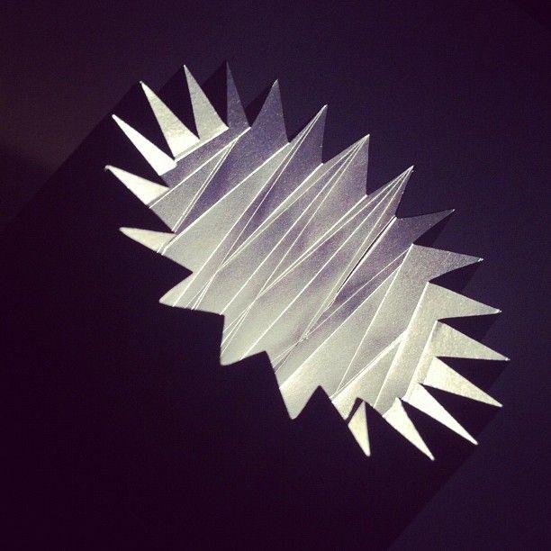 lampada di carta plissettata.
