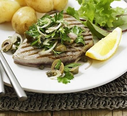 Grilled Tuna w/ Parsley Salad:     Simple fresh ingredients make this quick healthy recipe the perfect dish for when friends come over.    www.whenthingshur...
