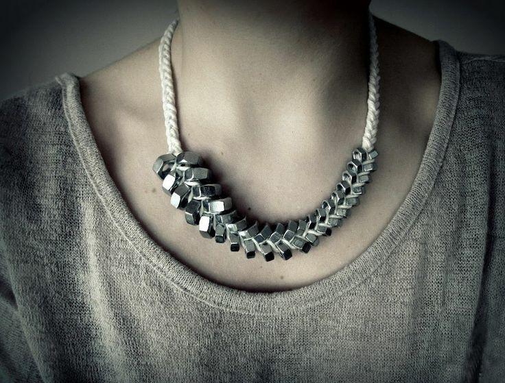 Naszyjnik z nakrętek  Upcycled jewellery http://dekoeko.com/product/asymetria/