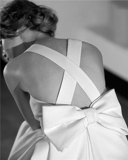 Vestido de novia con espalda cruzada y lazo de Jesús Peiró