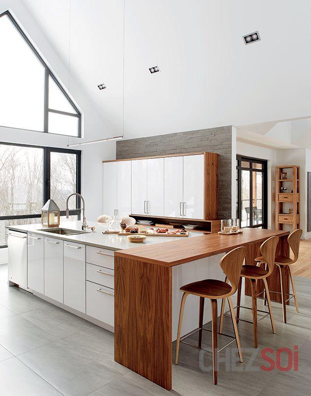 Une maison fonctionnelle | CHEZ SOI Photo: ©TVA Publications | Yves Lefebvre #deco #maison #cuisine