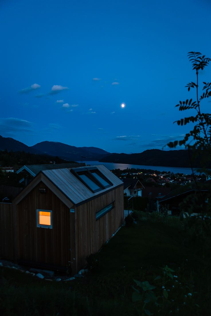 Aussicht auf den Millstätter See bei Nacht mit Mondschein